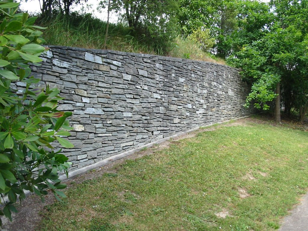 Paradise Stone Large Retaining Wall