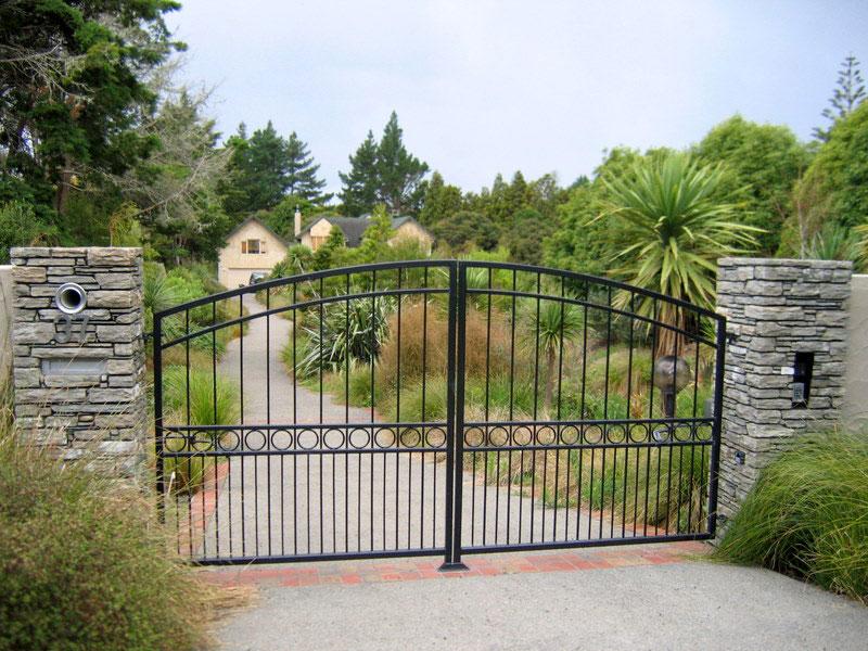 Paradise Stone Driveway Entrance Pillars